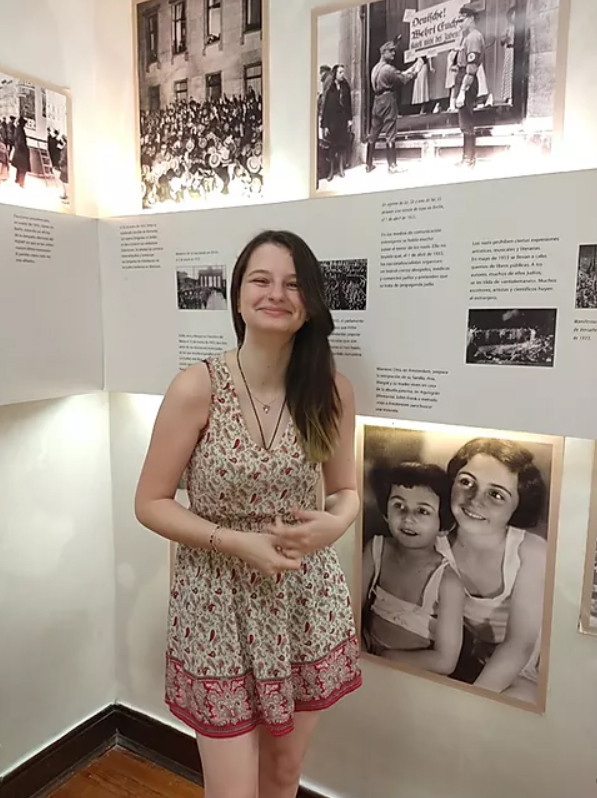 Lara, una de las jóvenes guías voluntarias del Centro Ana Frank.