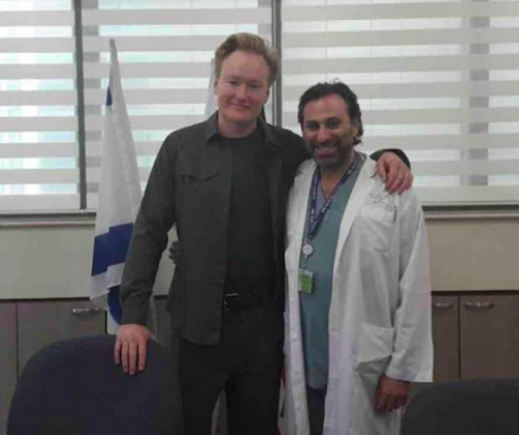 Roisentul con el presentador estadounidense Conan O'Brien.