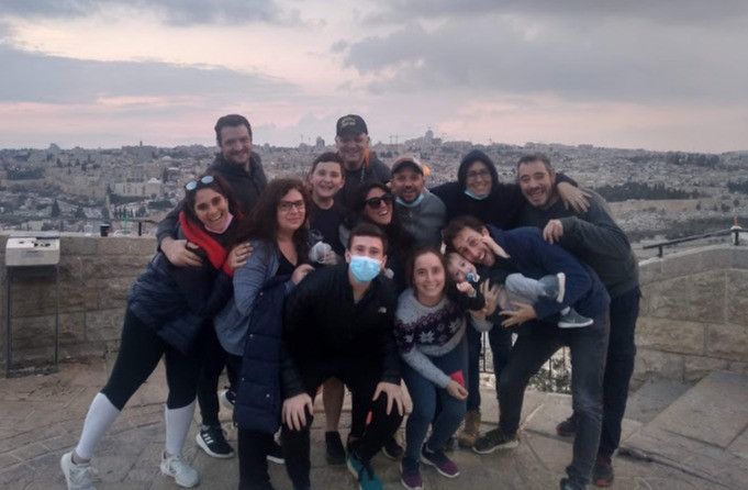 Olim de Argentina, Chile y México. Parte del grupo de la Mafia Latina, de paseo por Jerusalem.