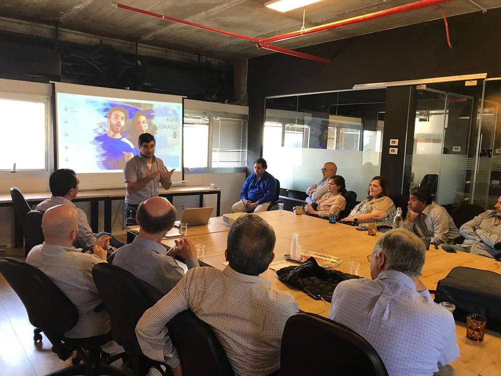 Uno de los grupos de empresarios que ofrece Meeting IL, en una de las exposiciones en co-working. Foto: cedida por el entrevistado.