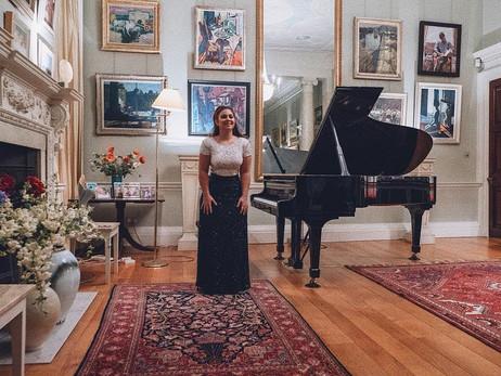Lara gives a recital at 22 Mansfield