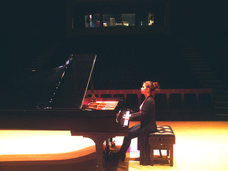 Lara gives recital at the Wiltshire Music Centre