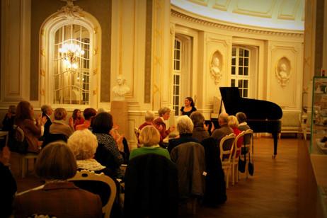 Lara performs at the Laeiszhalle Musikhalle, Hamburg