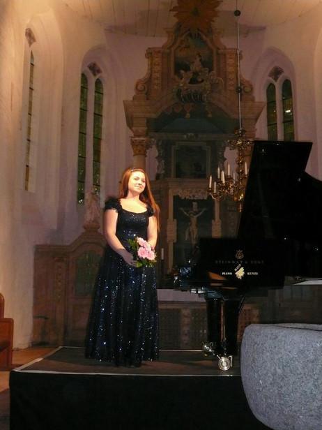 Lara gives recital for Mecklenburg-Vorpommern Festspiele in Nossendorf, Germany