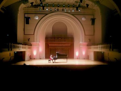 Lara rehearsing before her concert at Cadogan Hall