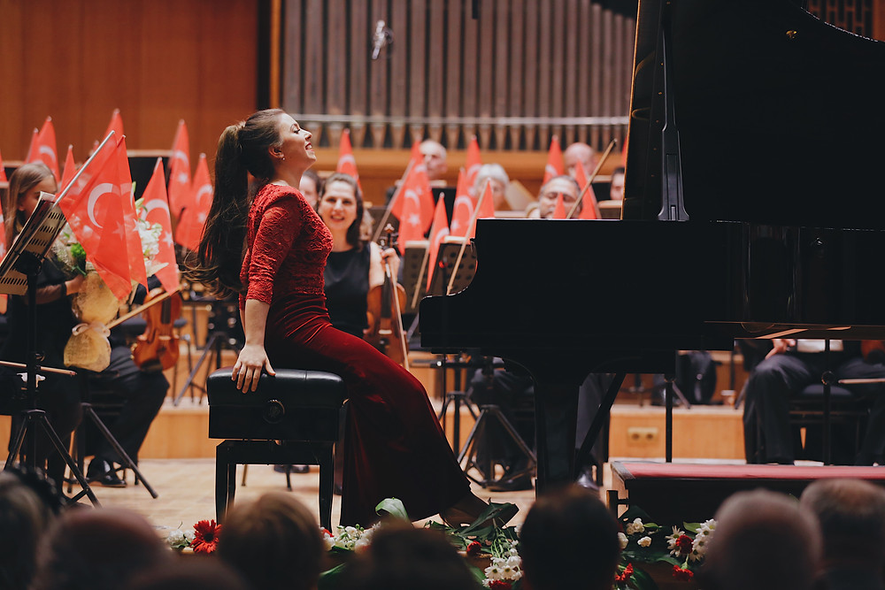 Performing Schumann's Piano Concerto with the CSO in Ankara ©Bilal Köse