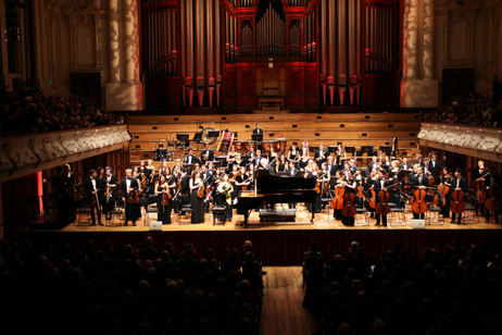 Lara performs in Auckland with the NZSO YO and Richard Gill