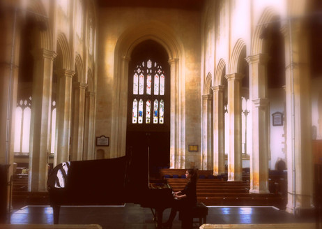 Lara rehearses before her recital for the Chipping Campden Music Festival
