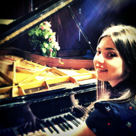 Lara performs in Beaconsfield