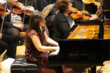Lara rehearsing with the Watford Phil & Michael Cayton at the Watford Colosseum