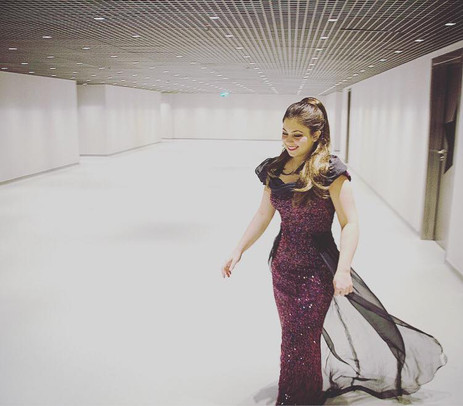 On her way to the stage...