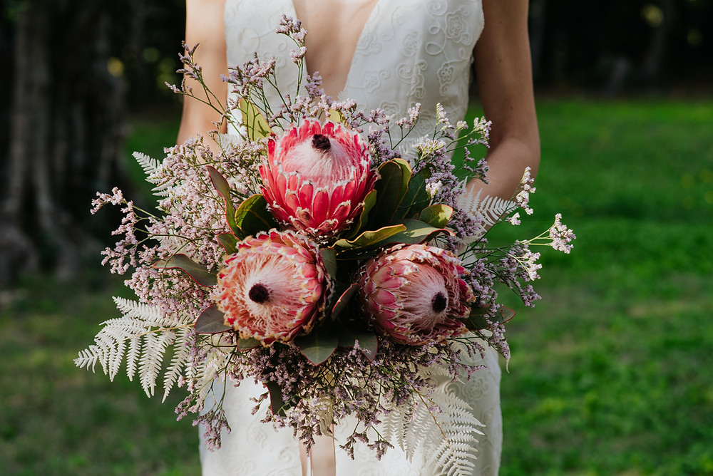 abito da sposa in pizzo realizzato a mano da Andreia Cruz, a Firenze