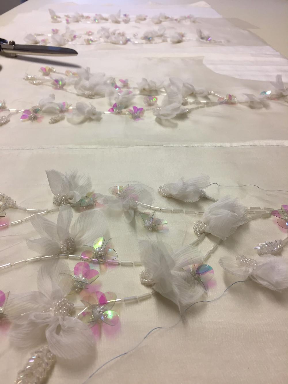 ricamo d0alta moda, utilizzando la tecnica di Luneville, su un abito da sposa, a Firenze