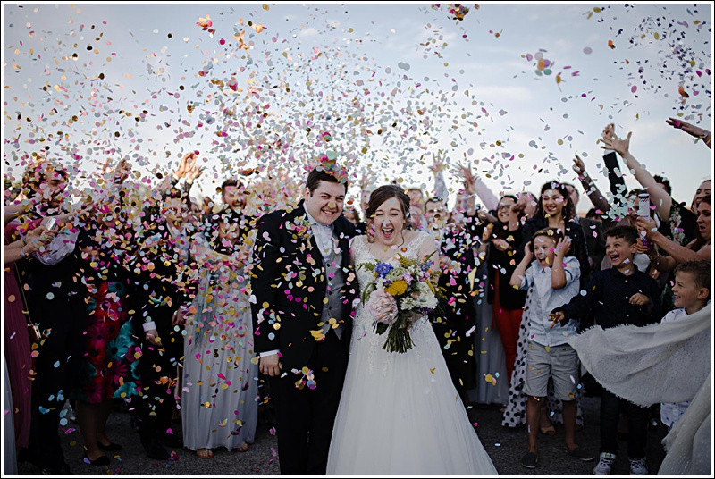 Couple wedding confetti shot