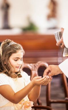 Chica en primera comunión