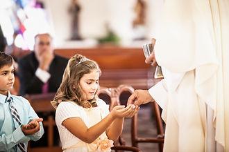 Mädchen an der Erstkommunion