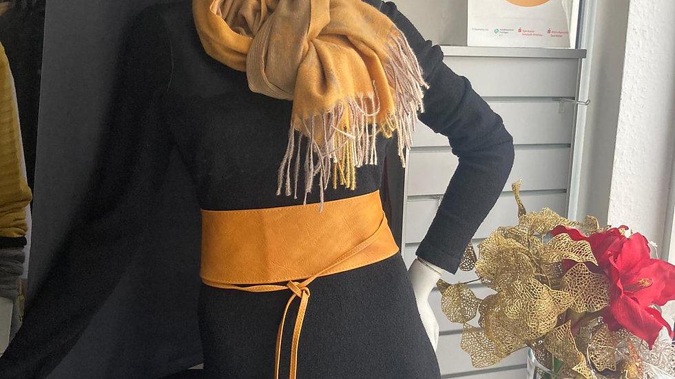 Strickkleid mit Lederbesatz