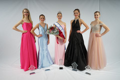 Teen Miss Dance of America and her court 2020