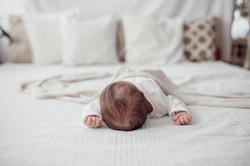 familienbild neugeborene minimalistisch