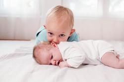 geschwister bild neugeborene geschwister