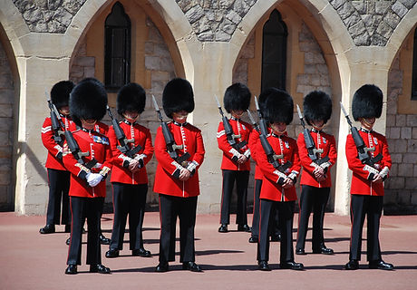 changing-of-the-guards-959470_1920.jpg