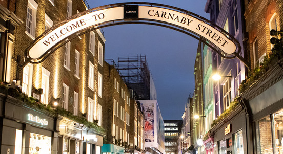 Have your friends dreamed of getting to know famous neighbourhoods like Soho or Notting Hill, soaking in the vibes and learning their secrets?