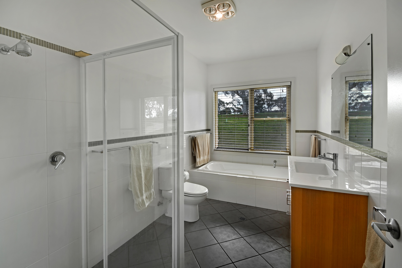 10 Bathroom