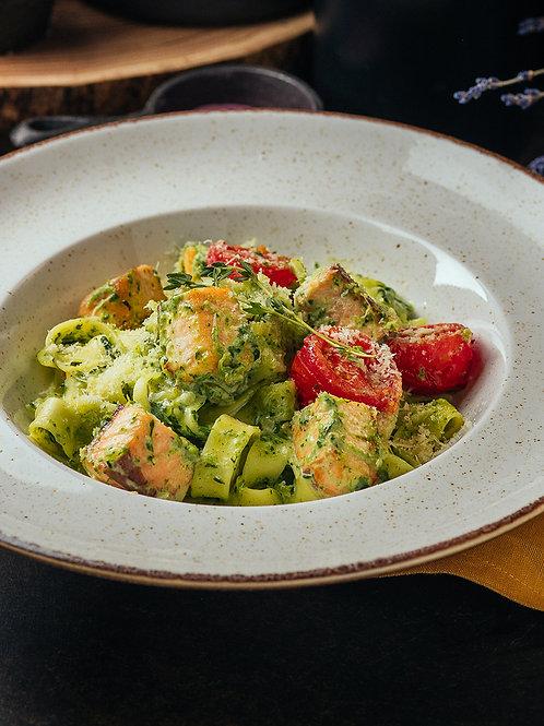 Тальятелле с лососем и шпинатом