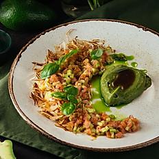Тартар из лосося с кремом «Гуакамоле»