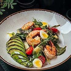 Салат с креветками на гриле и печёным авокадо