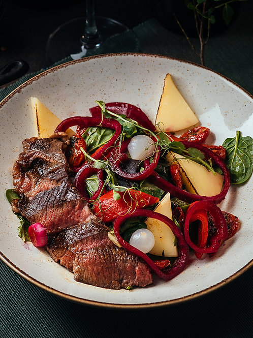 Стейк-салат с сыром сулугуни