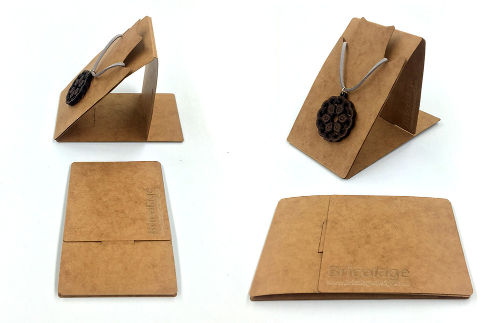 Necklace portfolio + stand. Packaging with secondary display function.