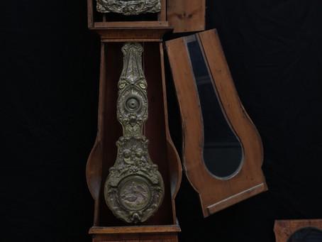 Standuhr mit Prachtpendel aus Messingblech