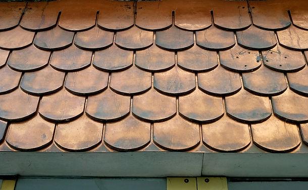 photo-écailles-cuivre-toiture-web.jpg