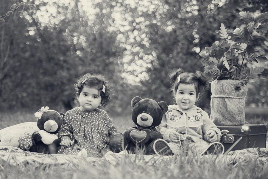 Фотосессия двух маленьких подружек