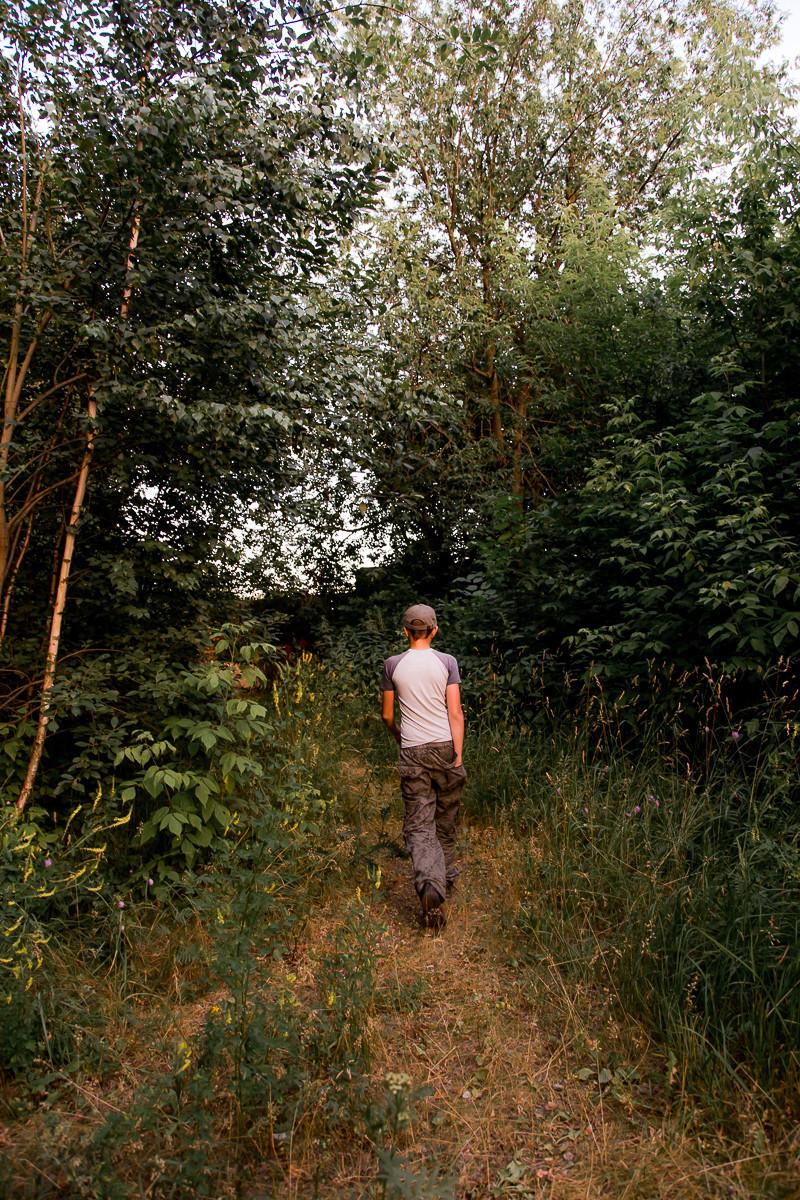 Фотосессия в стиле лайфстайл в лесу