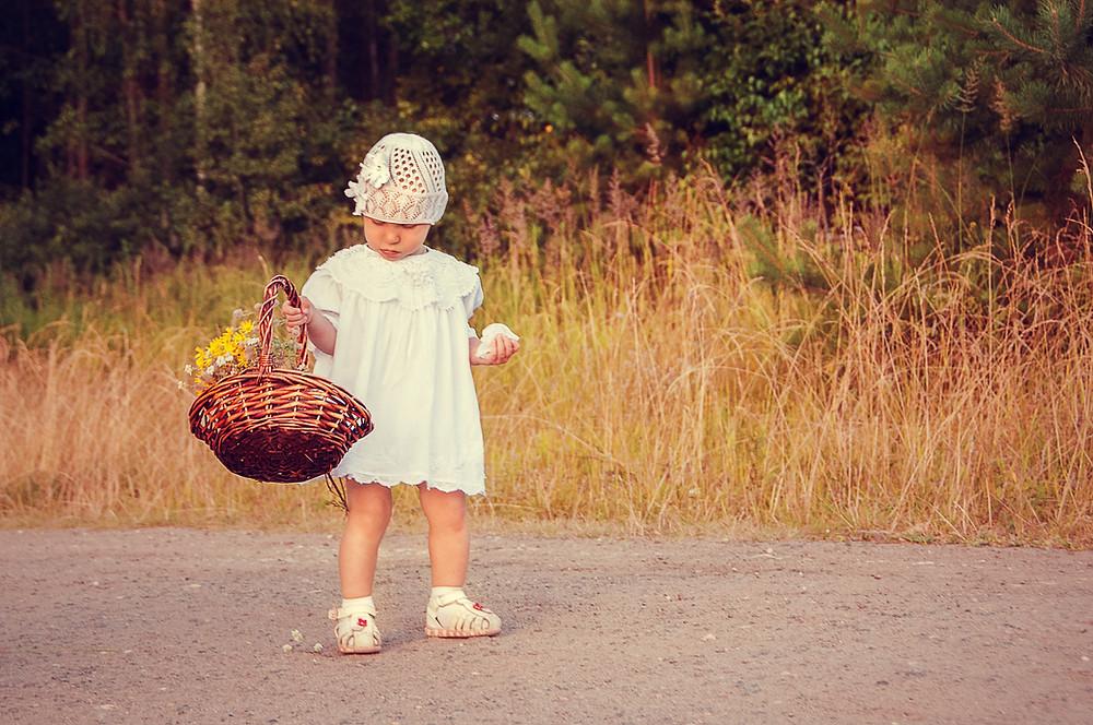 Девочка с корзинкой