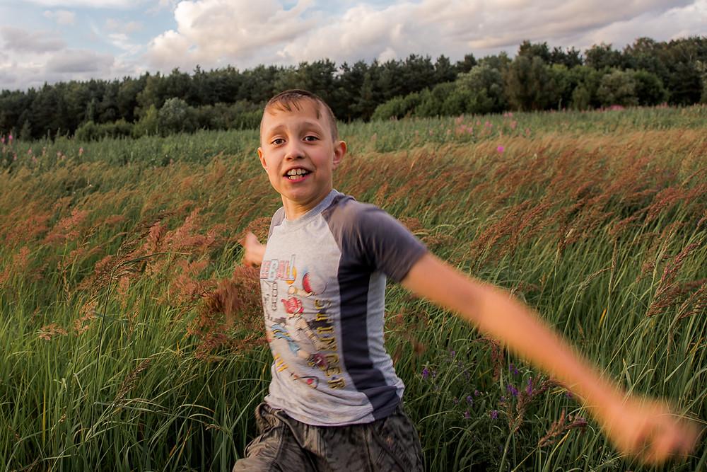 Фотосессия в стиле лайфстайл в поле