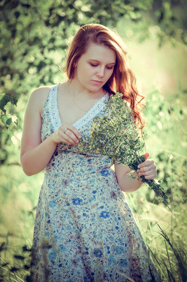 красивая девушка с букетом