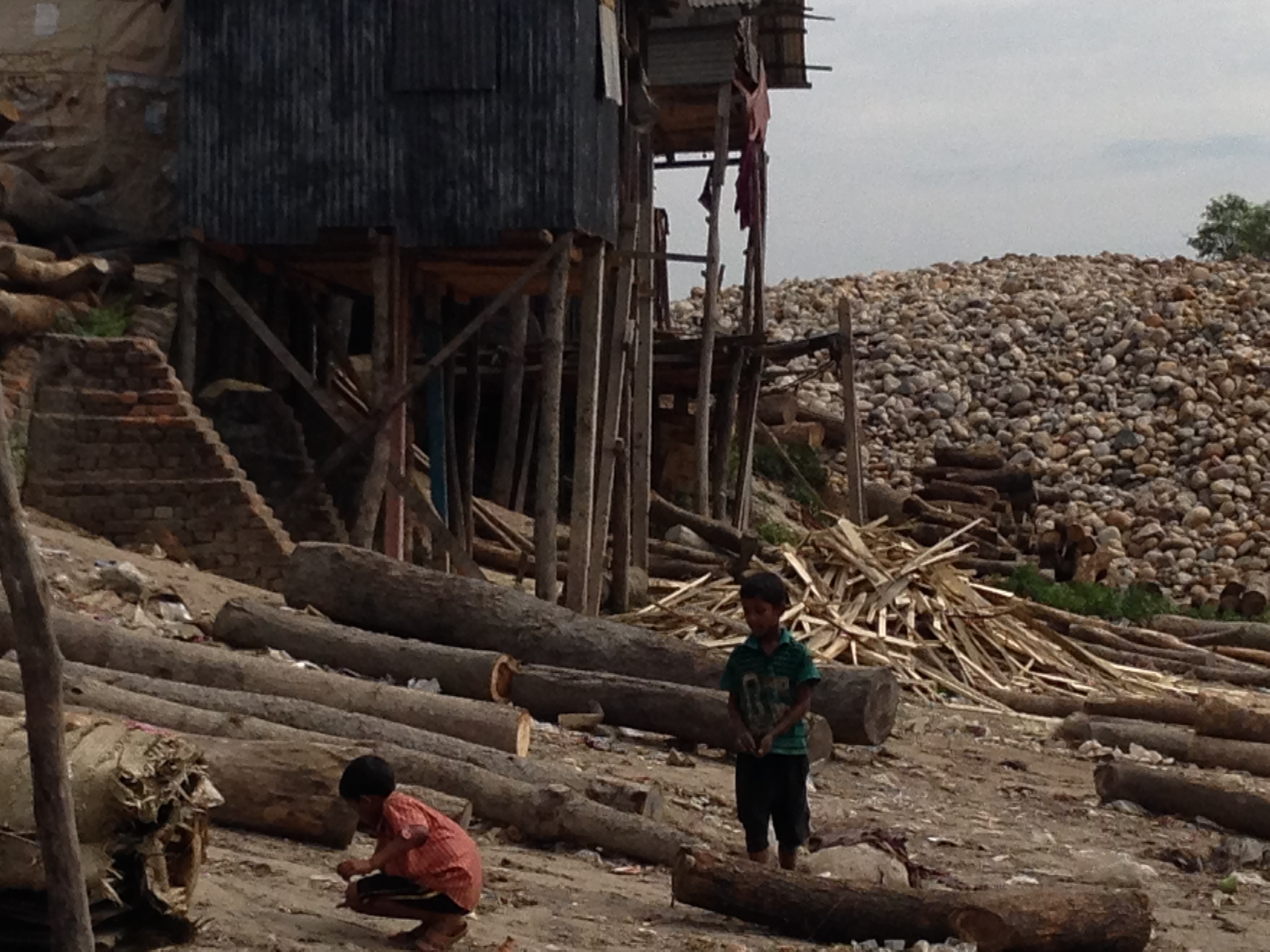 Children playing near tannery waste