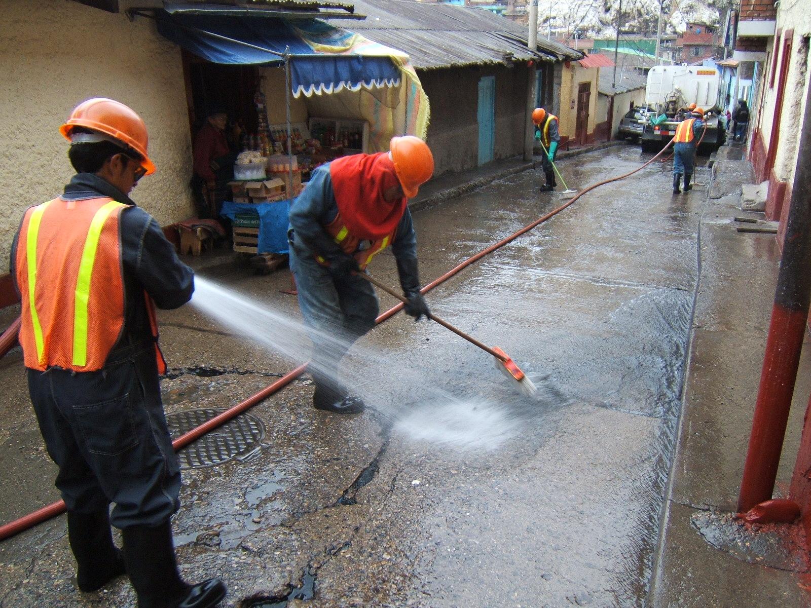 Dust suppression in La Oroya