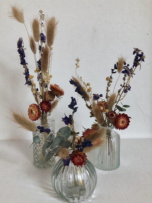 3 minis vases transparents et leurs fleurs séchées colorées
