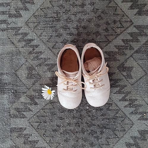 Anciens Souliers d'enfant en cuir Anciennes chaussures bébé vintage brocante