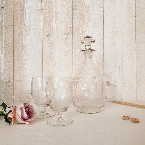 ancienne carafe et verre