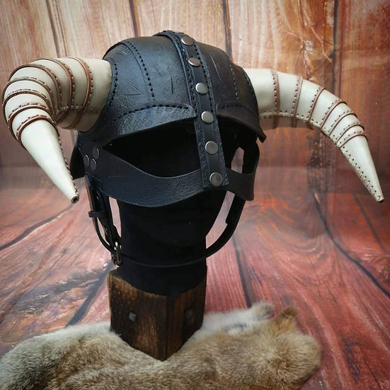 Horn Helmet - Dragonborn Dova helm