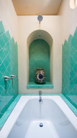 CasaDosHermanas guest 2 tub shower