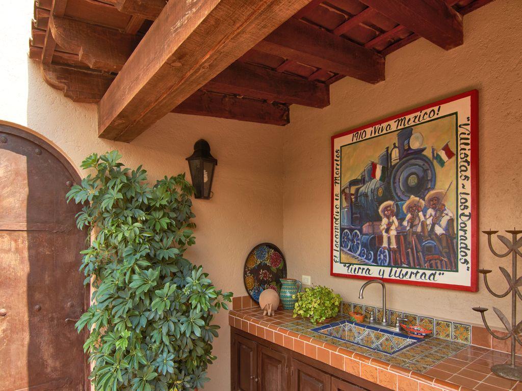 Casa Dos Cisnes roof top service bar are