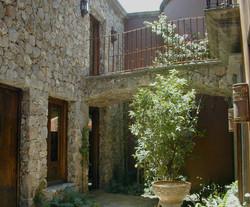 Casaencantada_10 stone walkway