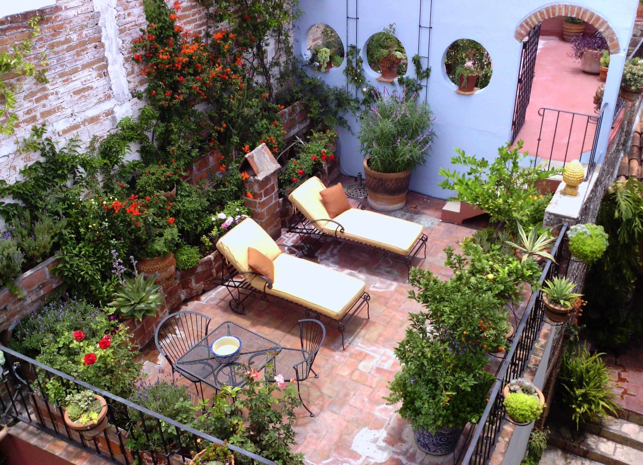 CasaNuevaVida_08 terrace 2 lounges