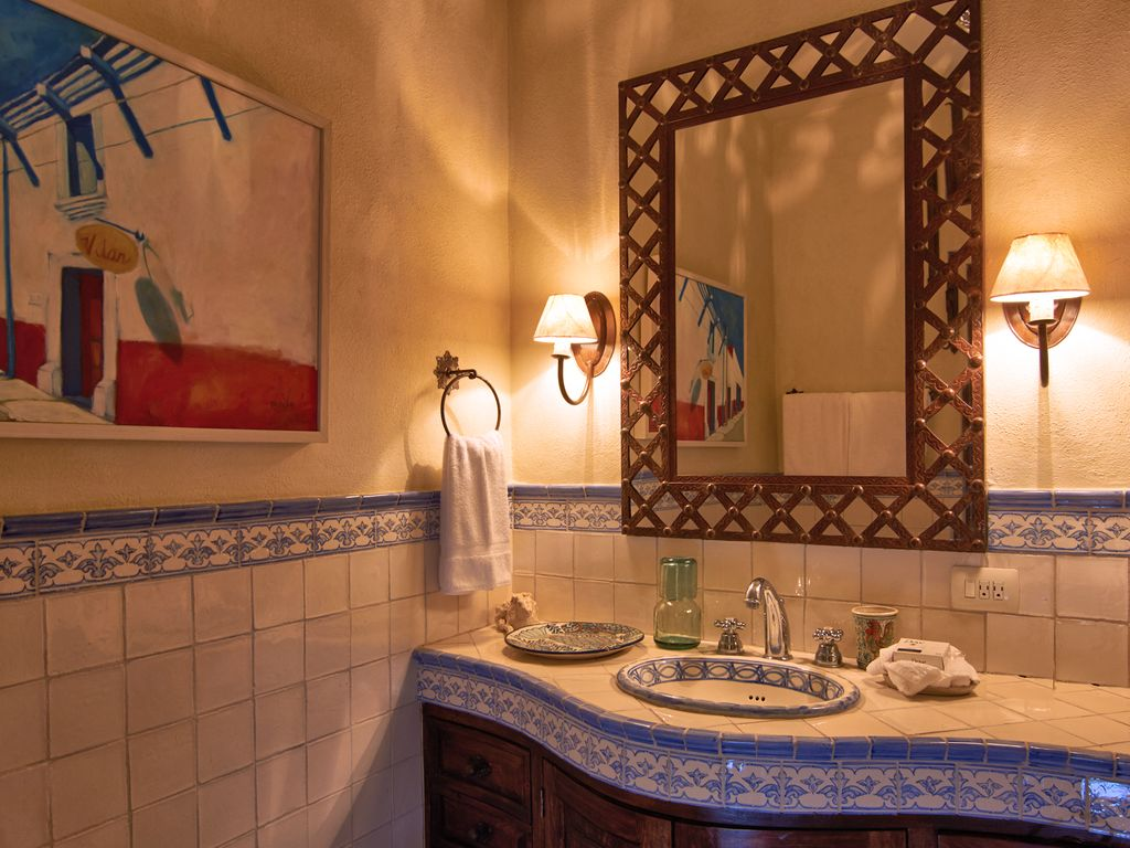 Casa Dos Cisnes guest ensuite bath